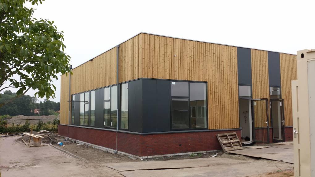 School in Halsteren bekleed door Keppelink uw specialist in gevelbekleding