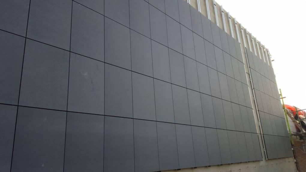Montage CFS aluminium achterconstructie op betoncasco door Keppelink uw specialist in gevelbekleding